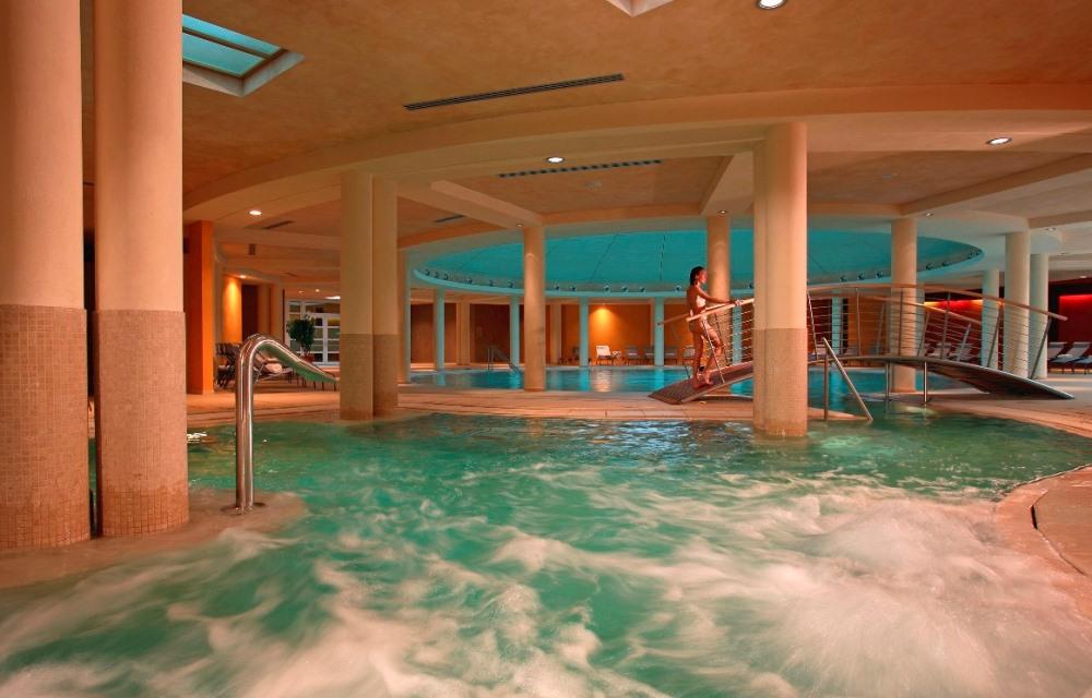 Hotel caesius terme spa resort spa 4 stelle lago di garda for Piccoli piani di casa con piscina coperta