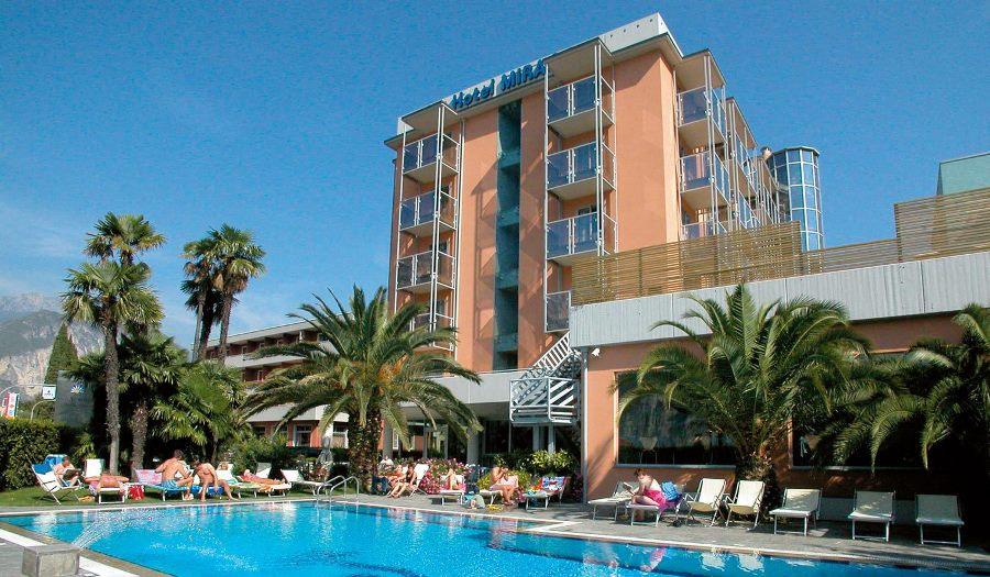 Hotel spa 4 stelle lago di garda hotel mirage riva del garda - Riva barche sito ufficiale ...