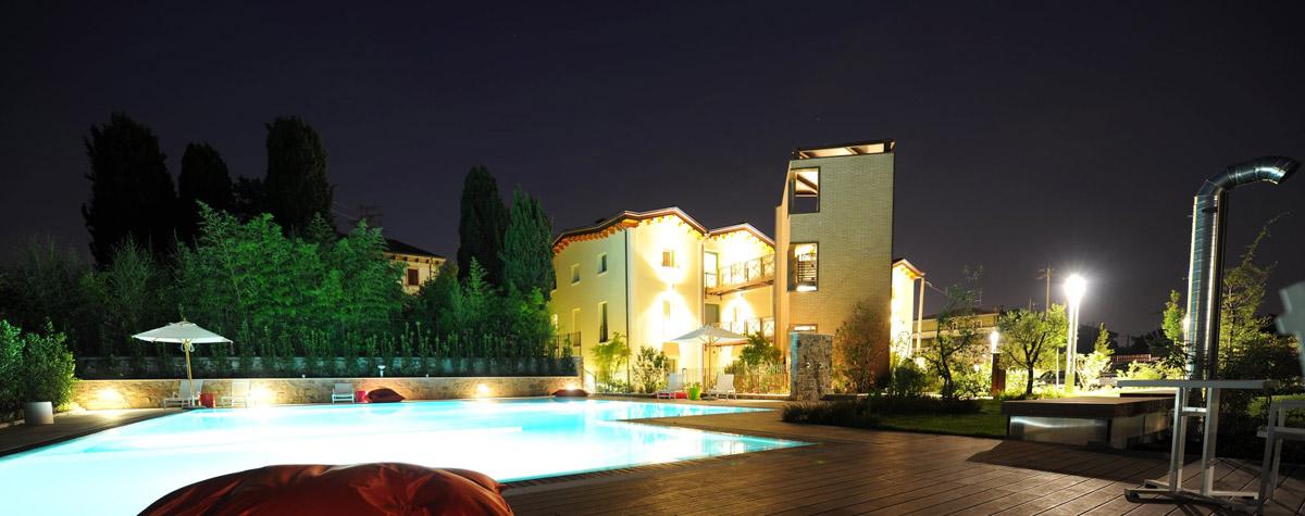 The ziba hotel 4 stelle con spa e piscina a peschiera del garda - Spa con piscina in camera ...